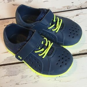 Stride Rite Surprize   Boys 6   Water Proof Shoes